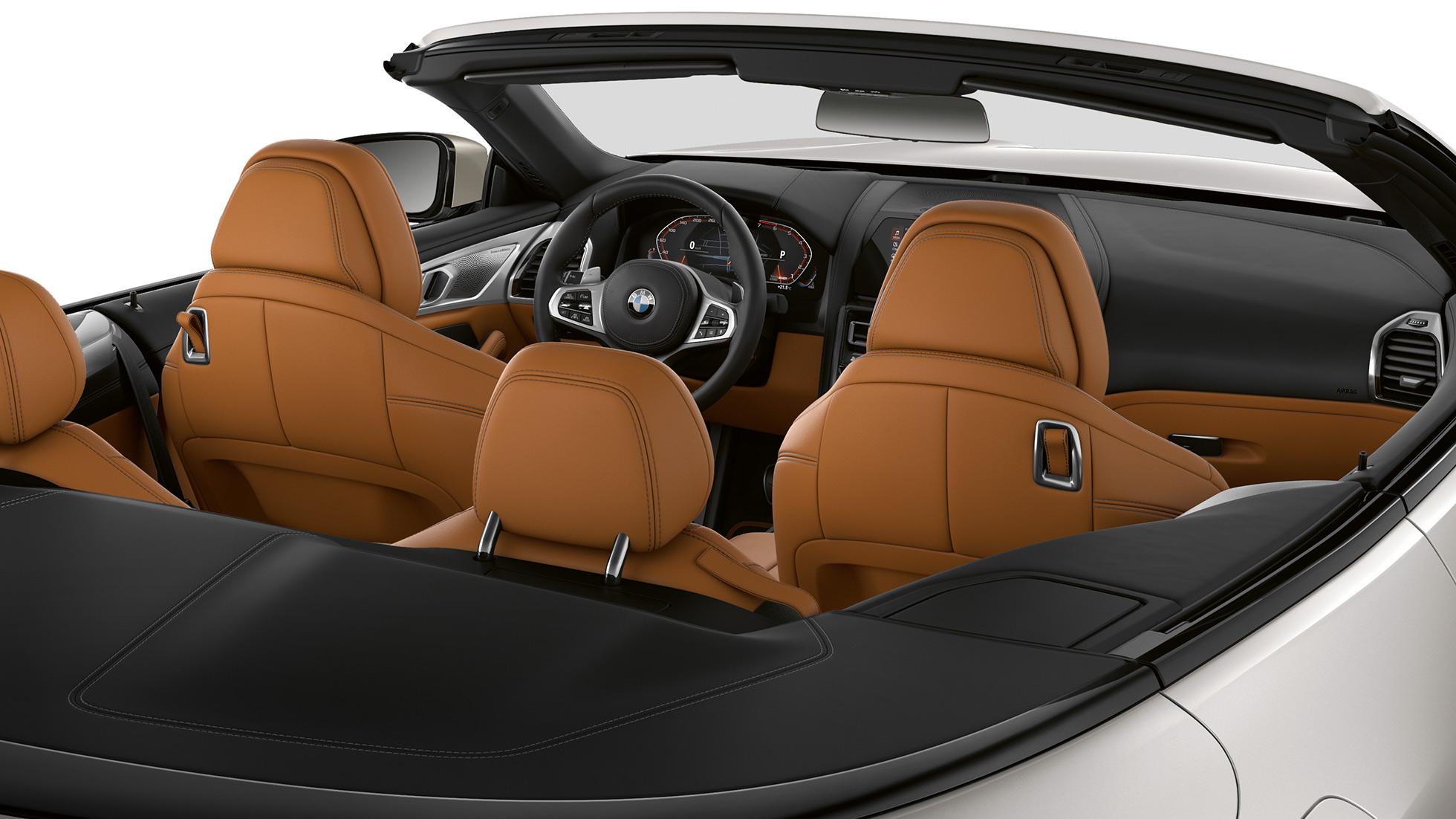 BMW M850i xDrive, интерьер, мягкий верх опущен.