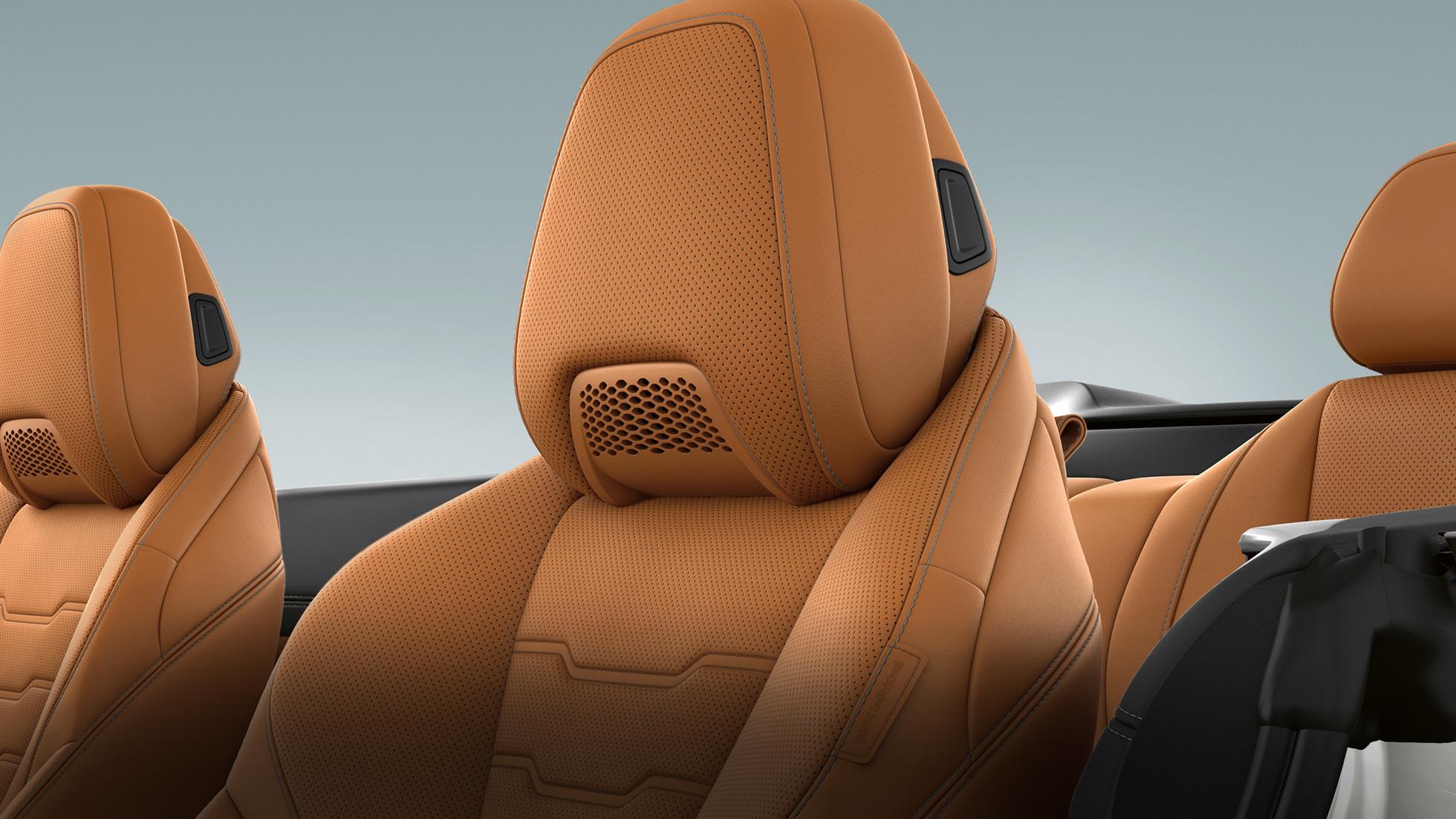 BMW M850i xDrive, многофункциональное сиденье с воздушным воротником и отделкой кожей Merino цвета Коньяк.