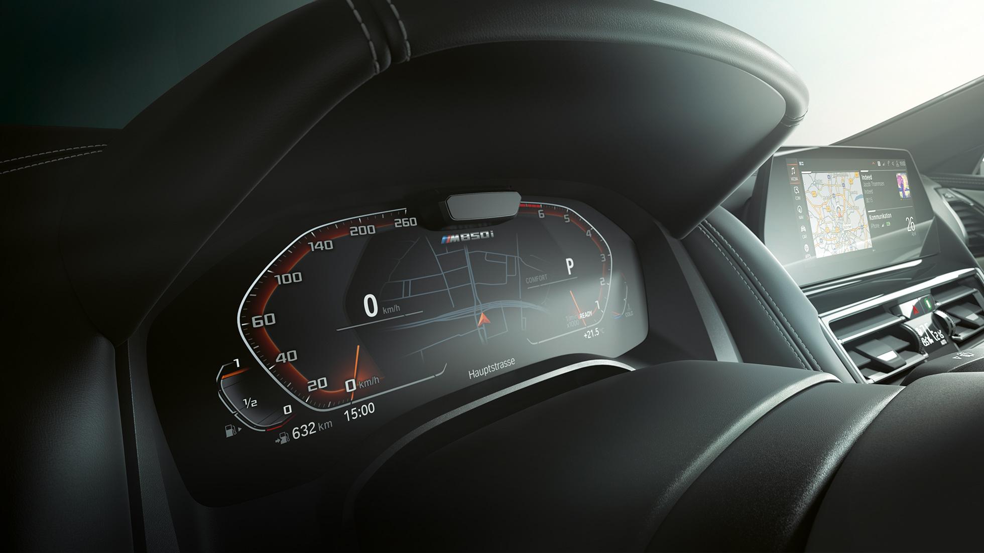 BMW M850i xDrive, панель приборов, пакет систем помощи водителю.