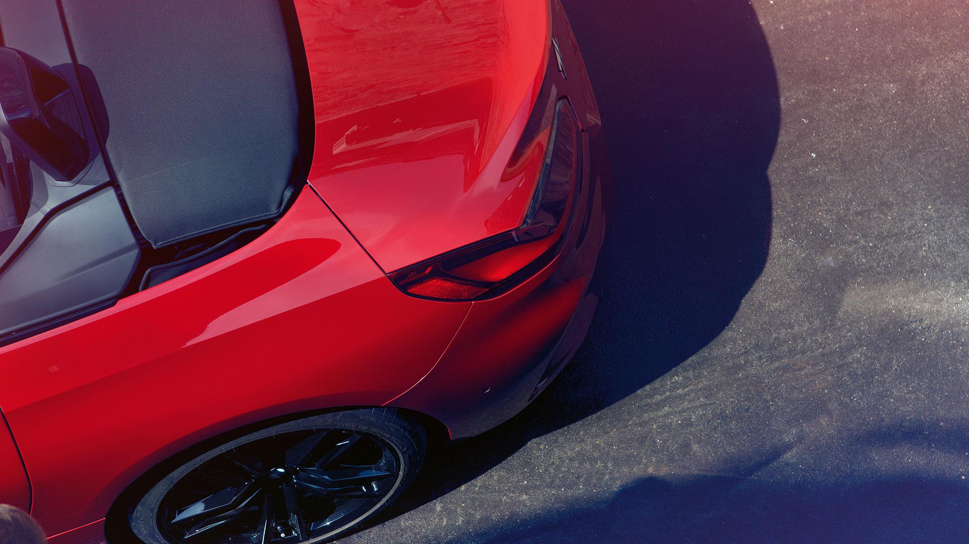 BMW Z4 Roadster, вид сверху и сзади, заднее колесо