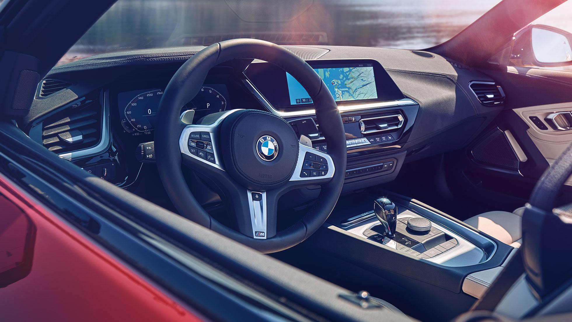 Обзор приборной панели BMW Z4 Roadster.