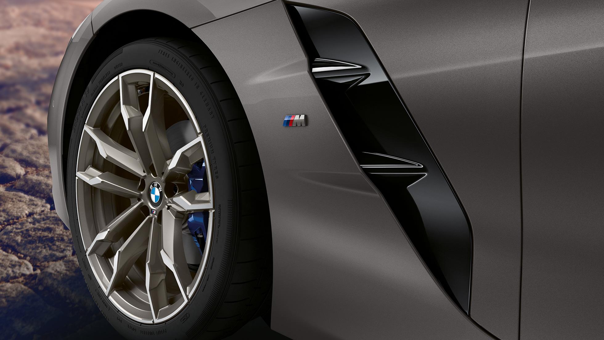 BMW Z4 Roadster в сером цвете, переднее колесо