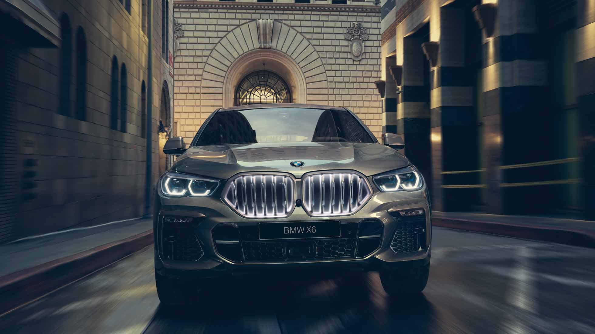 BMW X6 в городе, вид спереди